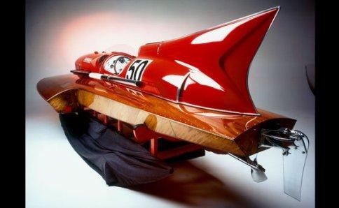 伊フェラーリ製スピードボート、110万ドルで落札