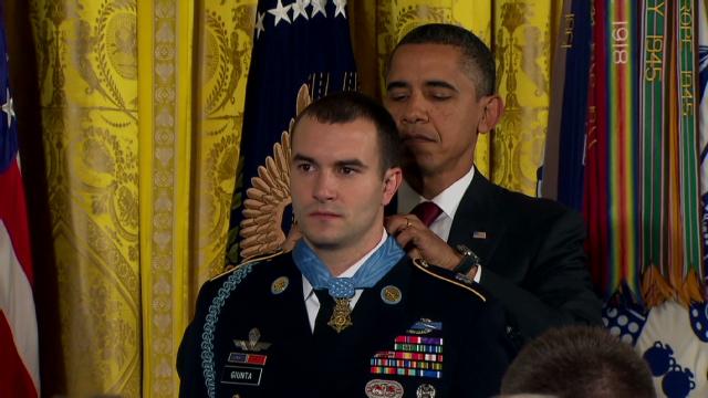 サルバトーレ・ジュンタ2等軍曹に名誉勲章が授与された
