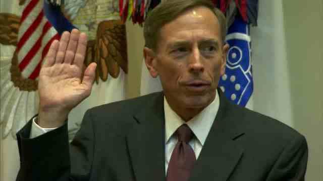 ペトレイアス氏 (CNN) 米中央情報局(CIA)のデビッド・ペトレイ...  CIAのペトレイ