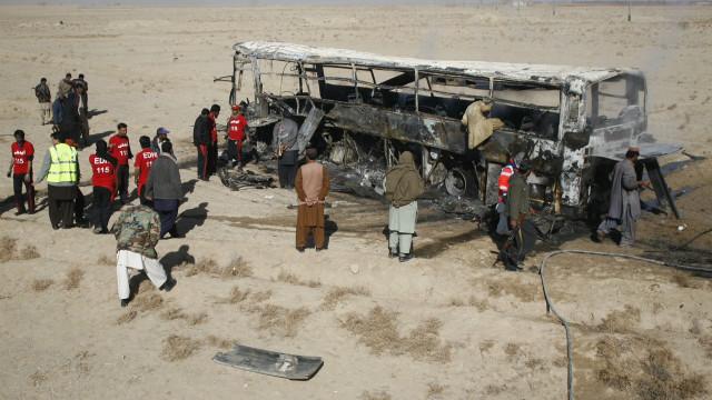 パキスタンで自動車爆弾テロ 巡礼者20人死亡