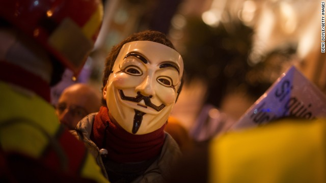 「アノニマス」がイスラム過激派に宣戦 仏紙襲撃に報復