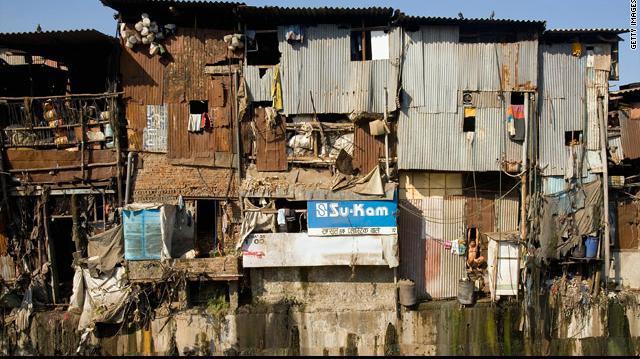 インドのスラム街。インドでは貧...