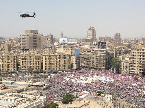 エジプト軍が介入を通告、48時間以内の「秩序回復」迫る
