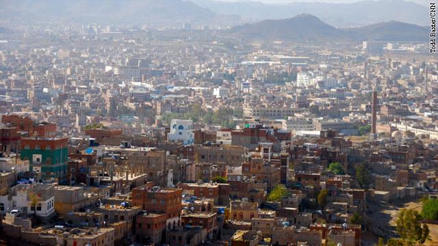 イエメンの首都サヌア。米英が同国から政府職員などを退避させている なぜ...  イエメン政府、「