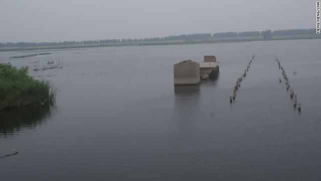 china sinkhole3 10万人が強制移住した、水没していく炭鉱の町…