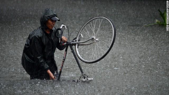 フィリピンで豪雨 7人死亡、13万人避難
