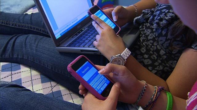 CNN.co.jp : フェイスブックは古き良き過去? 10代離れの実態 - (