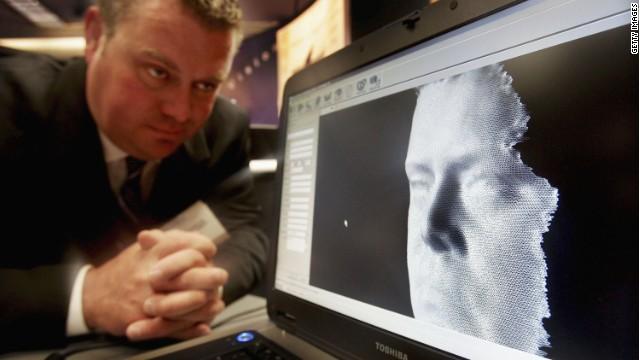 顔認識システムが切り開く世界 捜査や小売りに新基軸