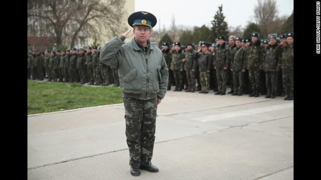 ロシア軍、演習終了後も部隊多数が撤退せず ウクライナ情勢
