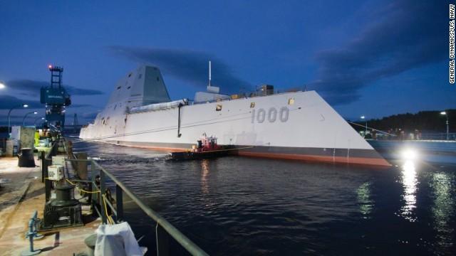 米海軍、新兵器の開発続々 ペルシャ湾でレーザー砲実験も