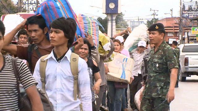 カンボジア人20万人がタイを「脱出」、摘発の噂広まり