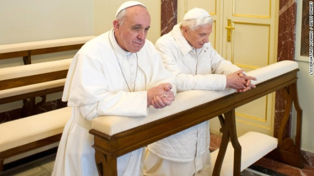 https://www.cnn.co.jp/storage/2014/07/12/36839c0fd6f0389184c50d1c49a6d5d8/pope-francis-and-benedict-pray.jpg