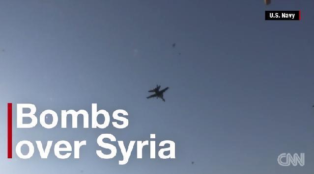 米軍などがシリア北部を空爆=米海軍提供 空爆参加の米軍機や装備を見る   米軍、シリア北部で空爆