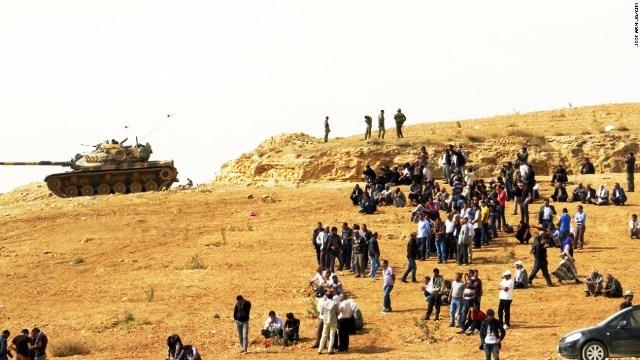 (CNN) シリア北部の要衝アインアルアラブ(クルド名コバニ)でイスラ...  シリア北部の要衝