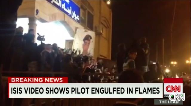 ヨルダン人パイロット殺害とみられる映像が流れ、抗議する同国の人々 ヨル...  ヨルダン人パイロ