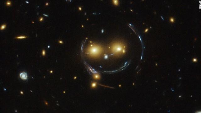 CNN.co.jp : 宇宙空間に浮かぶ「スマイル」、ハッブル望遠鏡が撮影