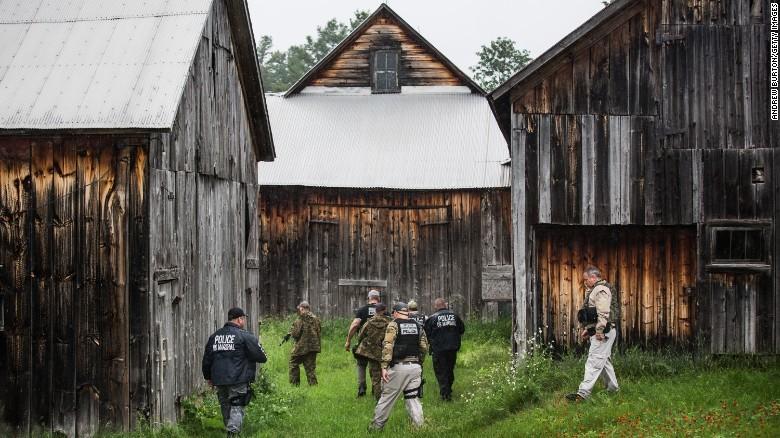 脱獄犯の捜索が続いている NY脱獄 捜索範囲を拡大へ   NY脱獄 手助けの女職員、受刑者と性的