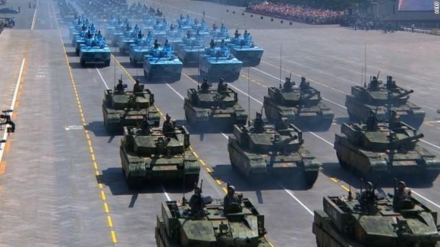 中国、戦勝70年の軍事パレード 軍事力と習主席の威厳誇示