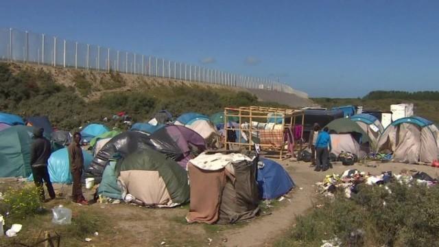 CNN.co.jp : 英仏海峡トンネルが一時不通に、移民100人以上が侵入