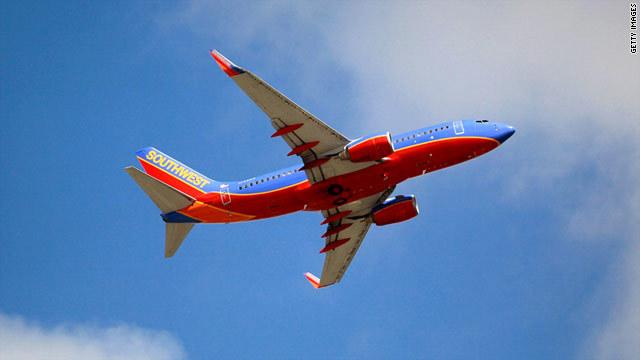 サウスウエスト機が乗客同士のけんかでLA空港に引き返した (CNN) ...  乗客同士のけんか