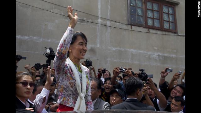 民主化運動のシンボル、スーチー氏 ミャンマーのマンデラか