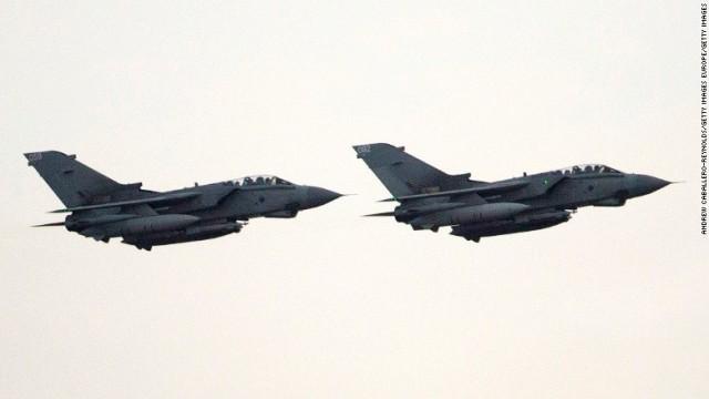 CNN.co.jp : 英空軍、ISISの油田...