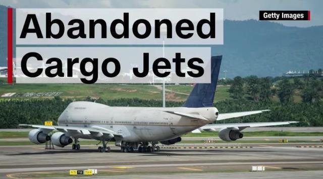 CNN.co.jp : 空港に大型貨物機3...