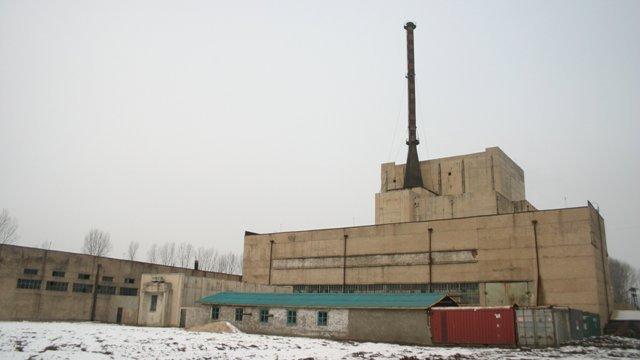 北朝鮮の核施設に「不審な動き」、煙突から煙 米情報サイト