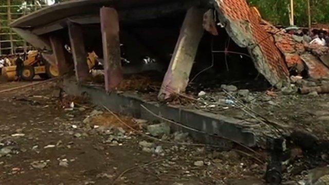 CNN.co.jp : インドの寺院火災、...