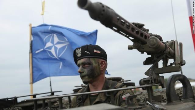 NATOの演習に参加するポーランド軍の兵士 ワシントン(CNN) 北大... NATO、東欧4カ