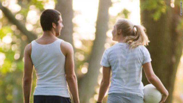 CNN.co.jp : 友人の数、25歳をピークに減少 社交関係に変化 - (1/2)