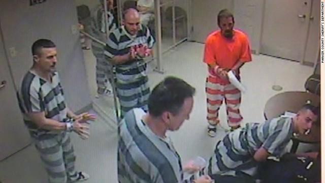 拘置所で「集団脱獄」、看守の命救うため 米テキサス州