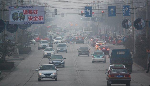 大気汚染が深刻な中国山西省の臨...