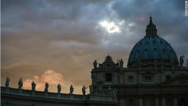 CNN.co.jp : ローマ法王庁、火葬の新指針を発表 散骨や自宅保管は認め ...