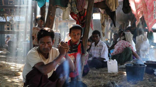 ロヒンギャ族の村、軍が焼き討ちか ミャンマー