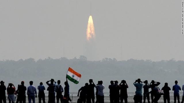 ロケット打ち上げ成功、世界最多の104基の衛星搭載 印