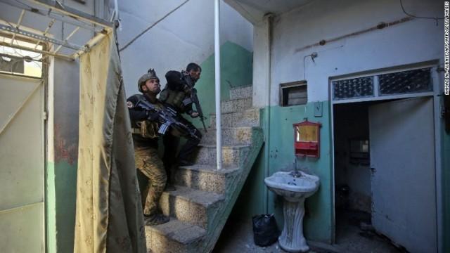 モスル西部で地上作戦、予告ビラ散布 警告や投降呼びかけ