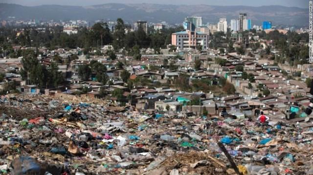 エチオピアでごみの山が崩落、死者46人