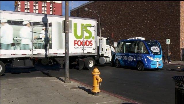 自動運転バス、運行初日に衝突事故 米ラスベガス