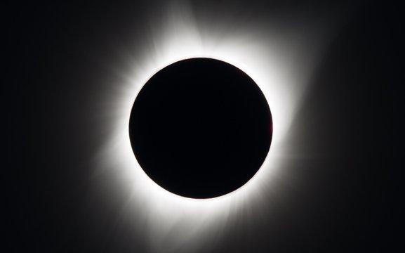CNN.co.jp : 日食の観察で網膜に...