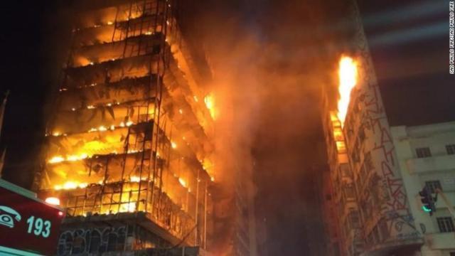 CNN.co.jp : サンパウロで大規模なビル火災、消防士160人が出動