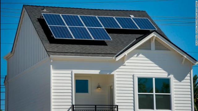 新しい基準が導入されれば新築の住宅には太陽光パネルの設置が求められることになる
