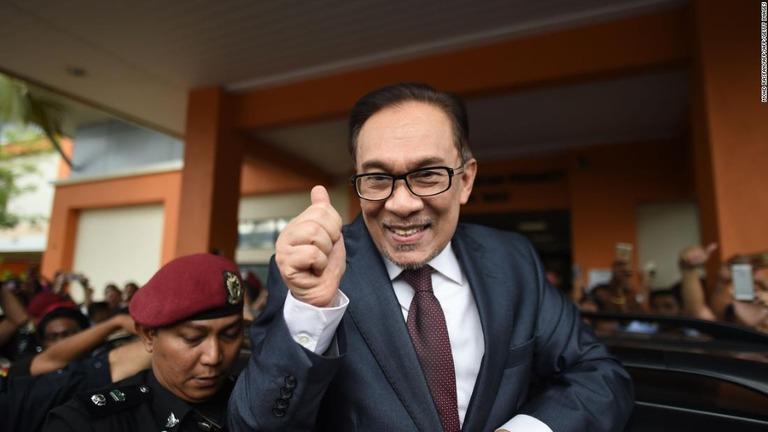 マレーシアのアンワル元副首相、恩赦を受けて釈放