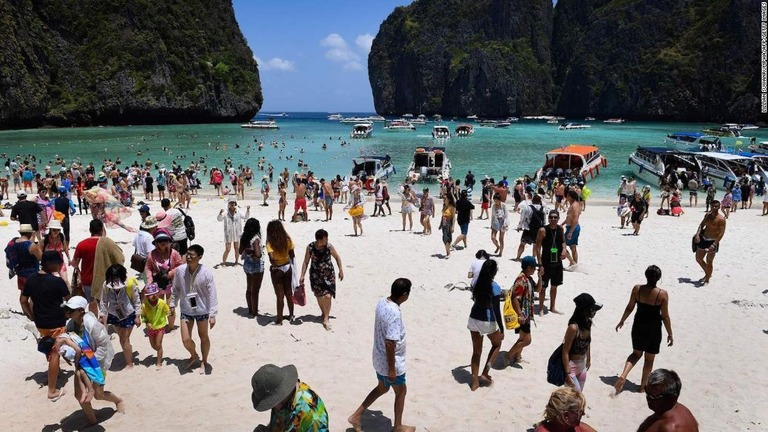 Dunk Island Holidays: CNN.co.jp : タイの秘境ビーチ、観光客激増で一時的に閉鎖 映画「ザ・ビーチ」で有名に