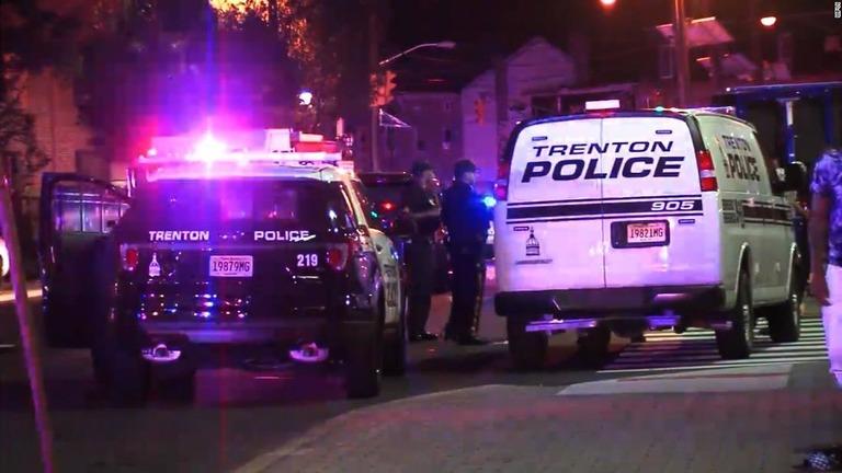 イベント会場で銃乱射、22人負傷 容疑者は出所直後 米東部