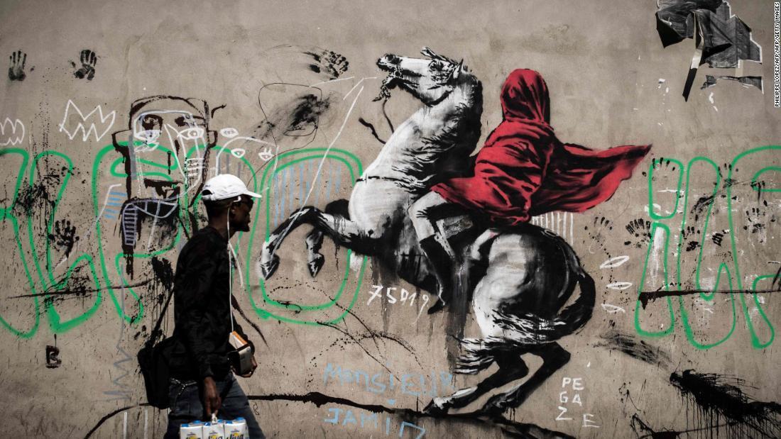 馬上のナポレオンをモチーフにしたバンクシーの作品とみられる壁画