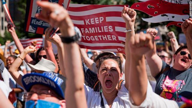 「親子引き離し」に全米で抗議デモ