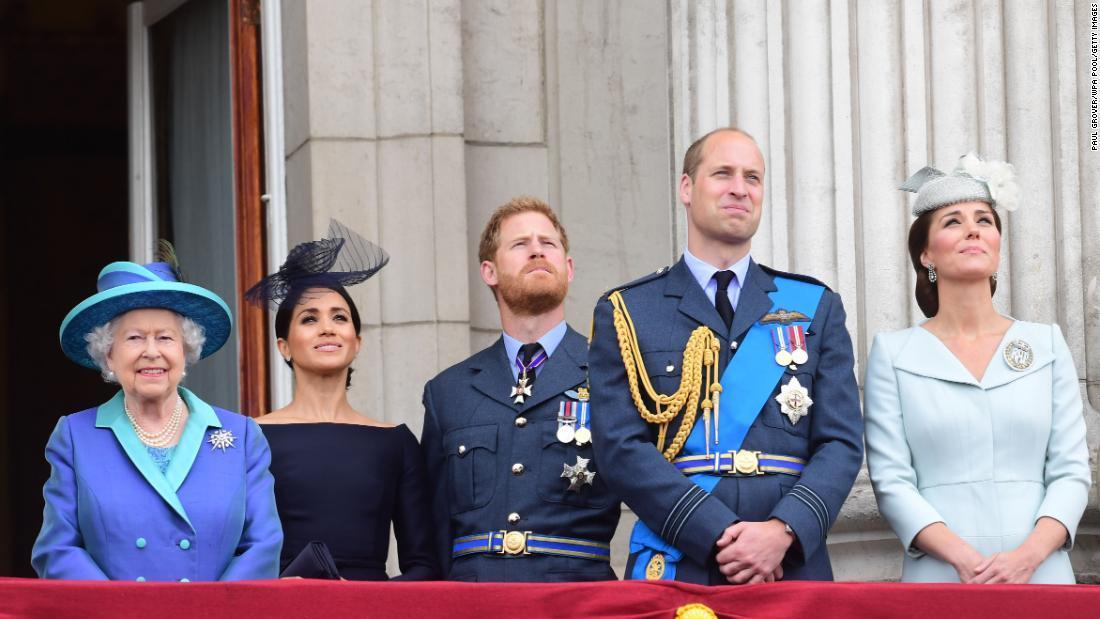 【英国】英エリザベス女王、王立空軍(RAF)創設100周年を祝う ->画像>8枚