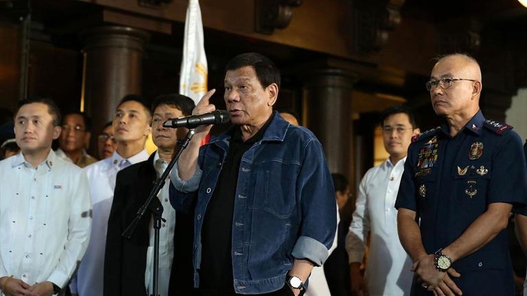 【フィリピン】「腐敗警官」102人集め、「ころ  すぞ」と威嚇 比大統領 YouTube動画>1本 ->画像>10枚