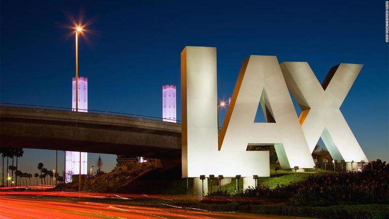 米ロサンゼルス国際空港(LAX)がマリフアナの手荷物での持ち込みを許可する/Getty Images/Siegfried Layda